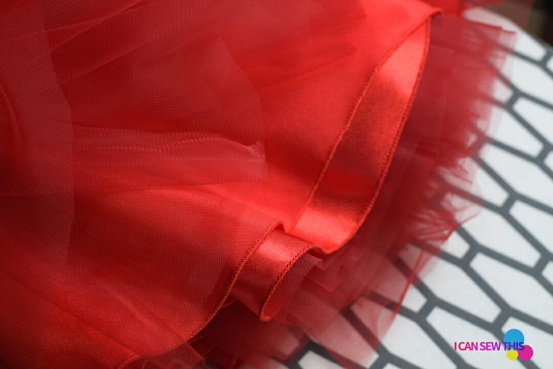 DIY Christmas tulle skirt, narrow rolled hem