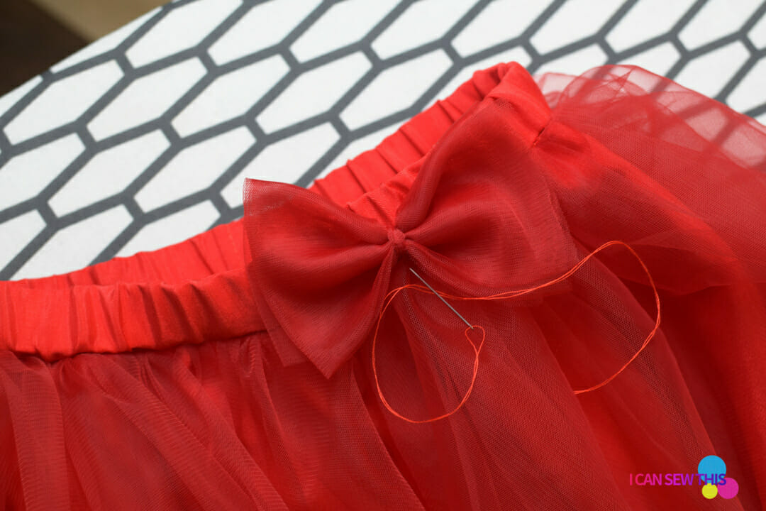 DIY Christmas tulle skirt, tulle bow, needle