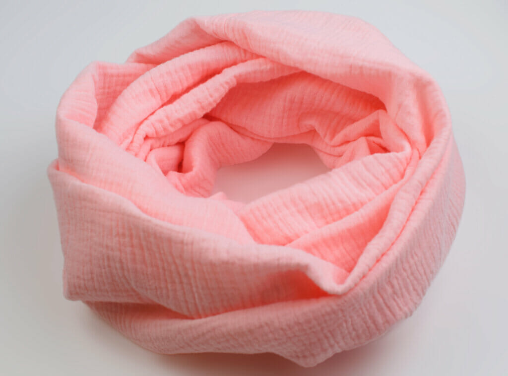 How to make an infinity scarf in 5 easy steps