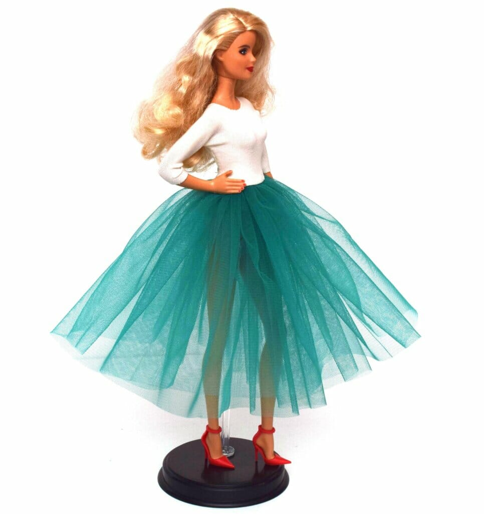 10-minute Barbie dress tutorial