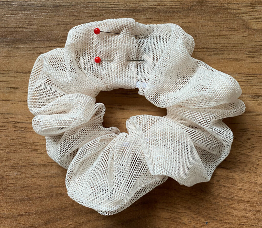 sewing tutorial for a tulle scrunchie