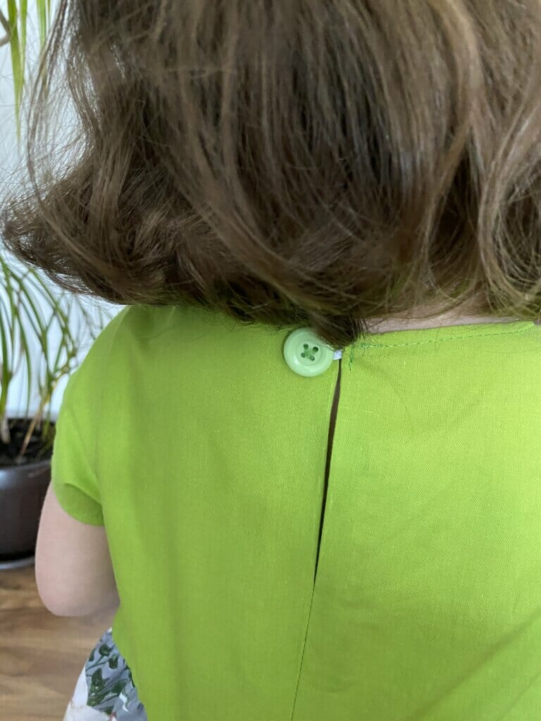 button loop closure for girls dress