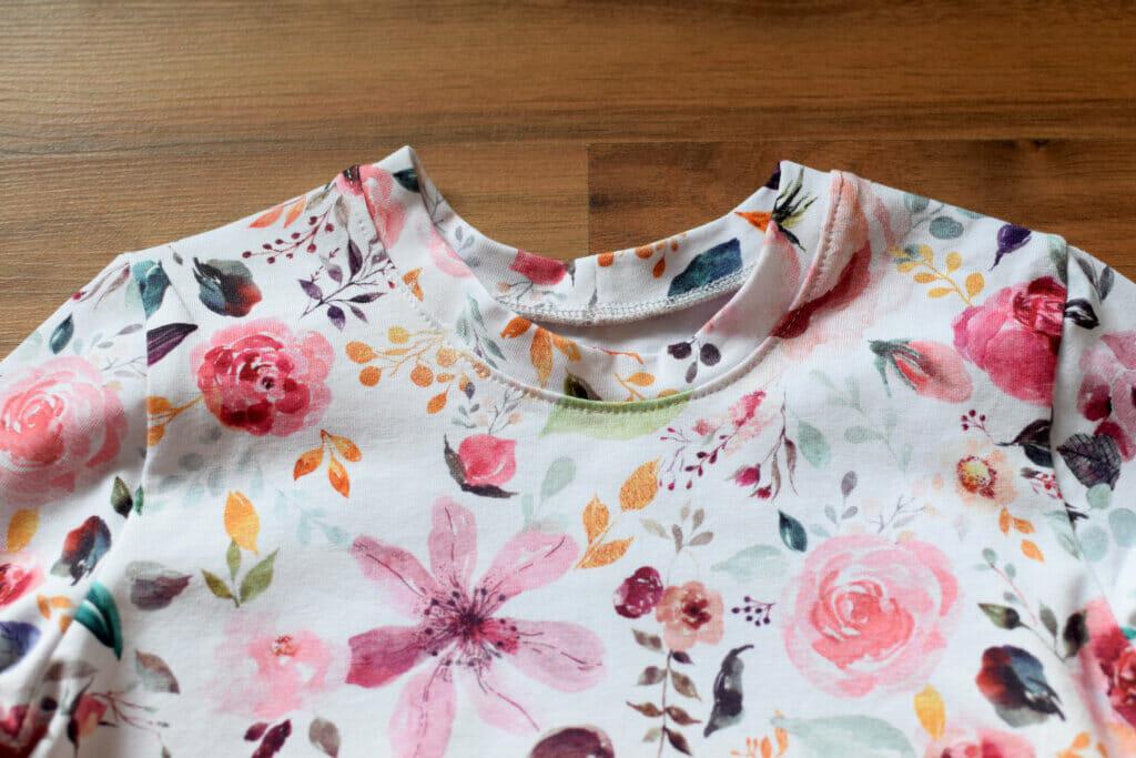 jersey T-shirt neckline finish sewing